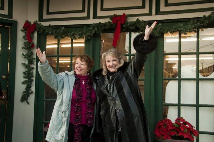 Karolyn(Zuzu)Grimes(right)CarolCoombs(Janie)OutsideTheSenecaFallsIt'sAWonderfulLifeMuseumPhotobyHenryLaw-sm